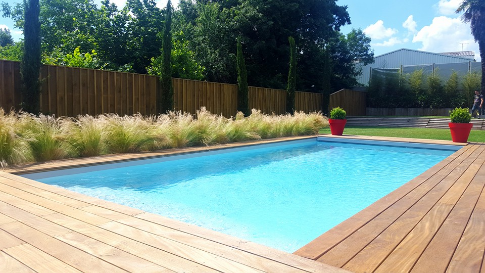 Piscine traditionnelle les horizons bleus for Piscine traditionnelle